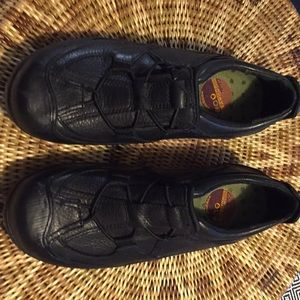 Clarks Waterproof Black Leather muckers shoes